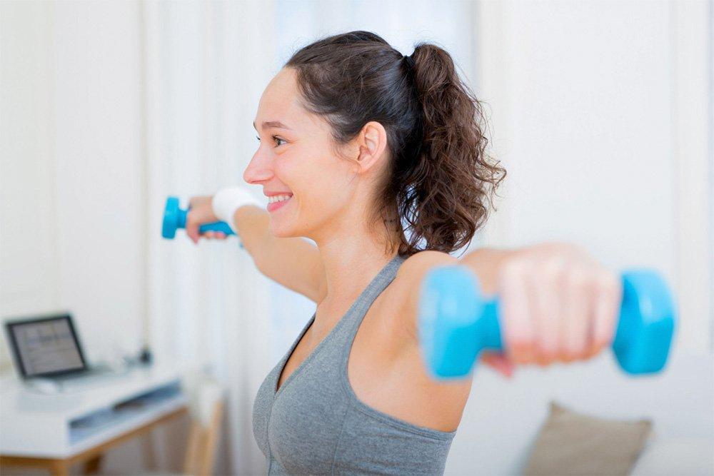 Комплекс упражнений для рук с гантелями и эспандером