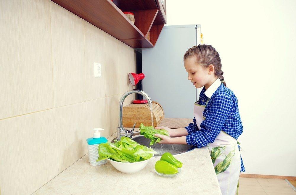 Питание ребенка и салат