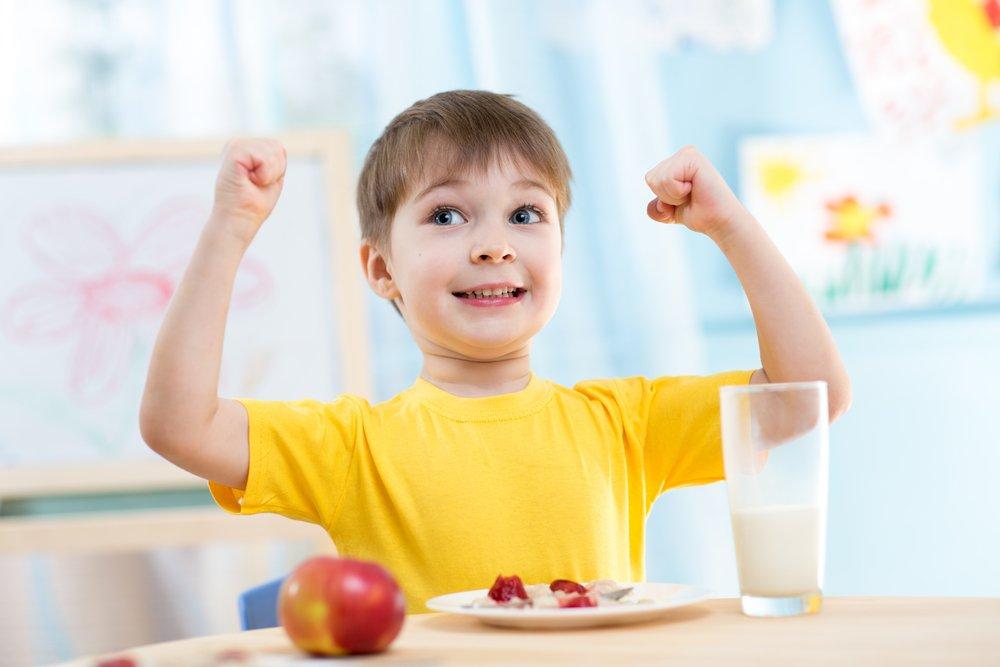 Чем родителям кормить детей летом?