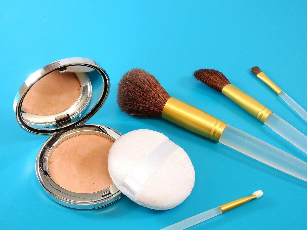 Используйте кремовую пудру для лица