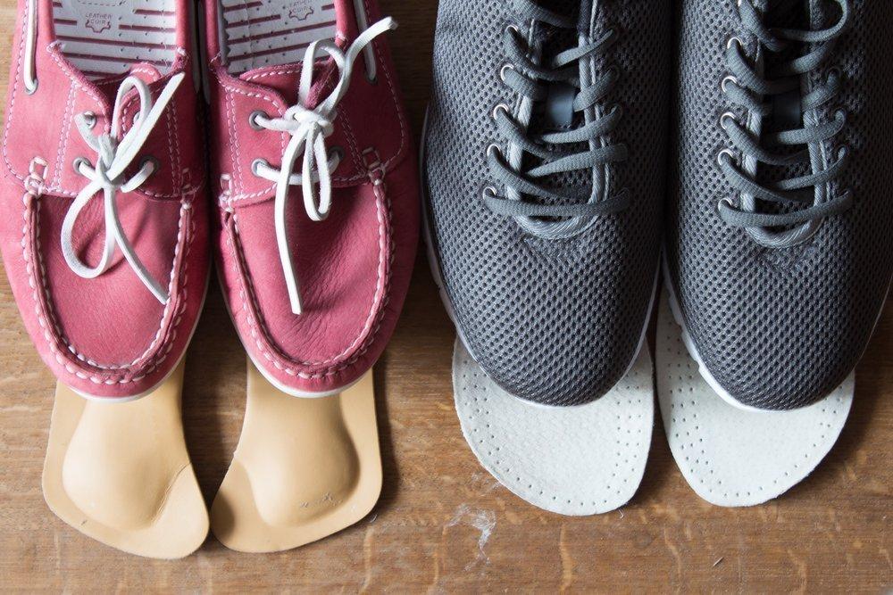 715437065 Каблуки, тапки или ортопедические ботинки для правильной осанки?