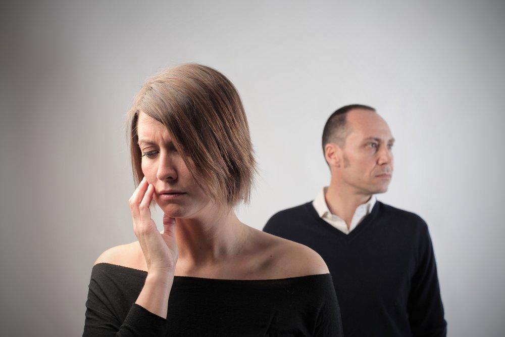 Почему отношения могут доставлять негативные эмоции?