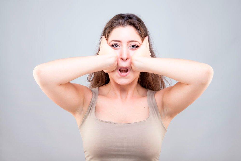 Упражнения для подтяжки кожи на щеках