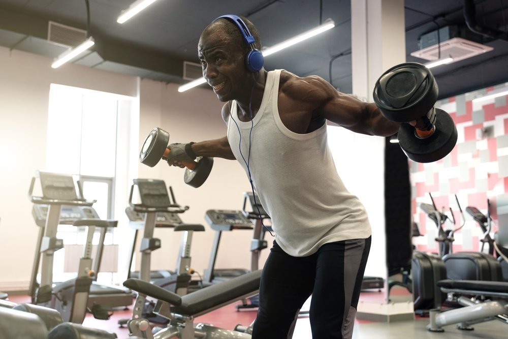 Технические основы упражнения с разведением гантелей в наклоне
