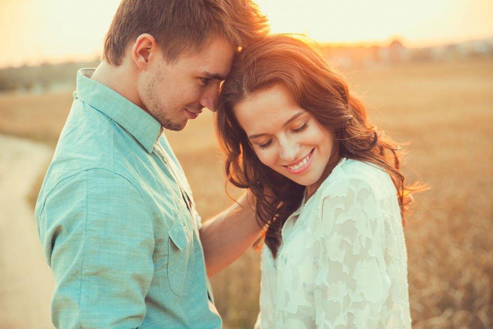 Эмоции, которые испытывают люди, впервые влюбившись