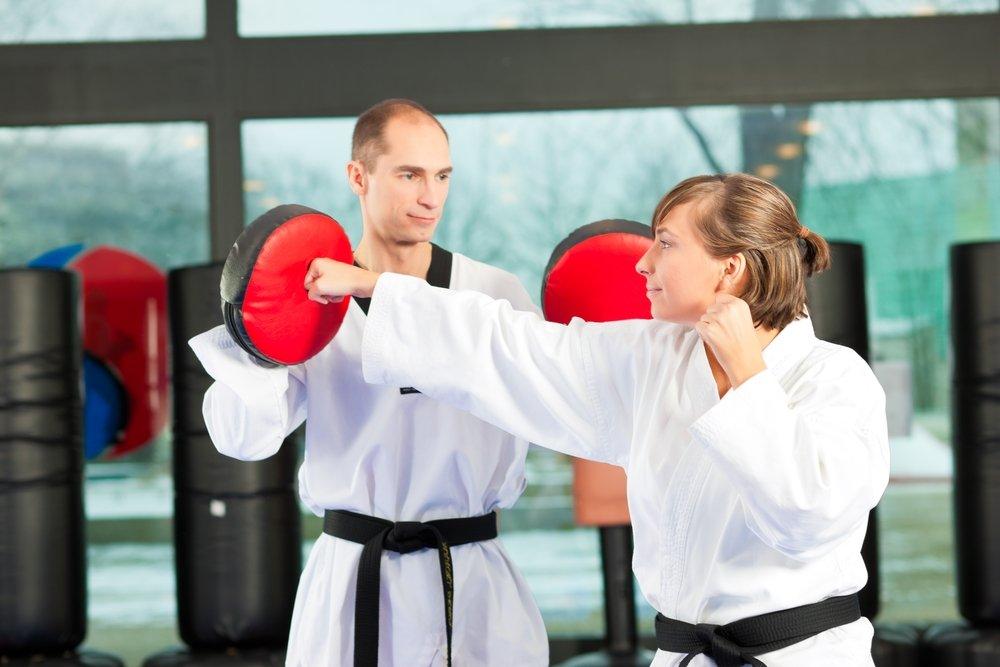 Показания и противопоказания для занятий этим видом фитнеса