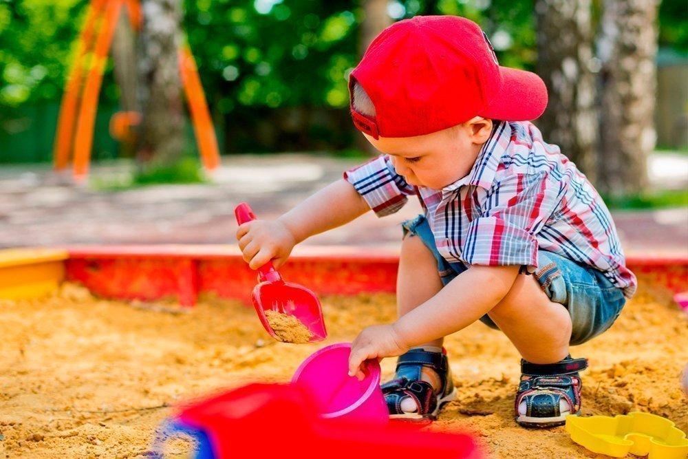 Песочница может быть небезопасна для малыша