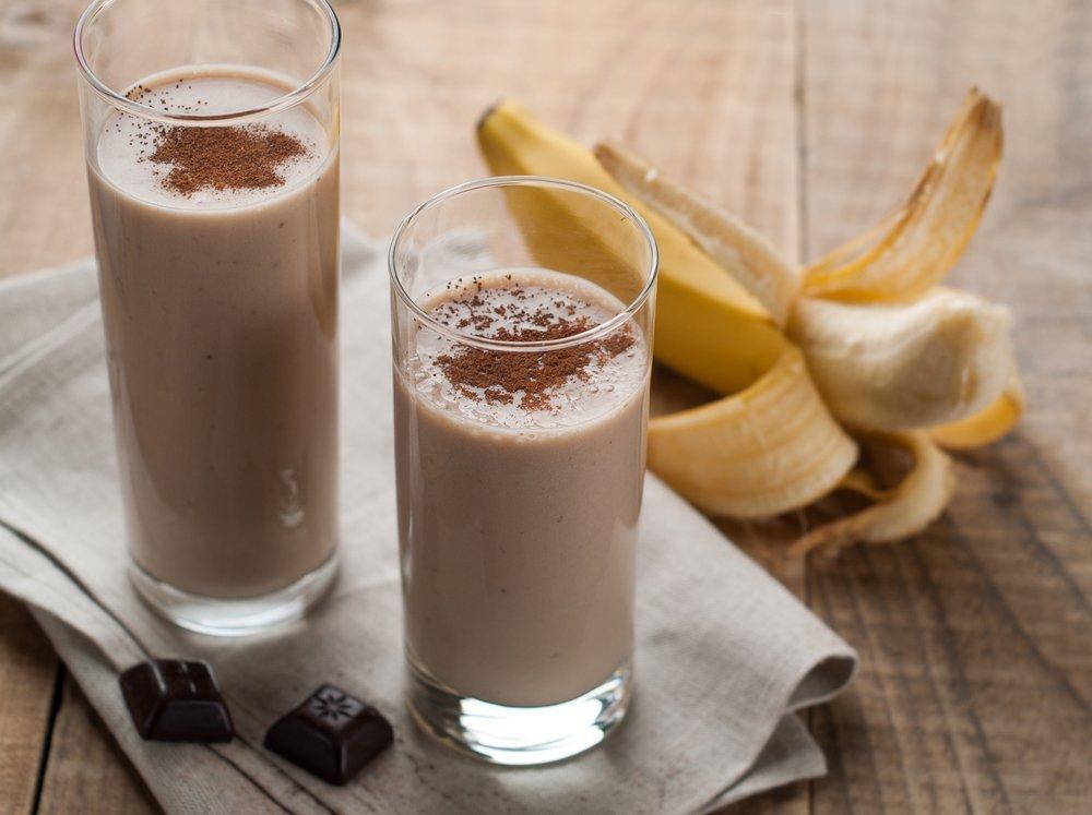 Приготовьте шоколадный коктейль с бананом Источник: joannasteven.com