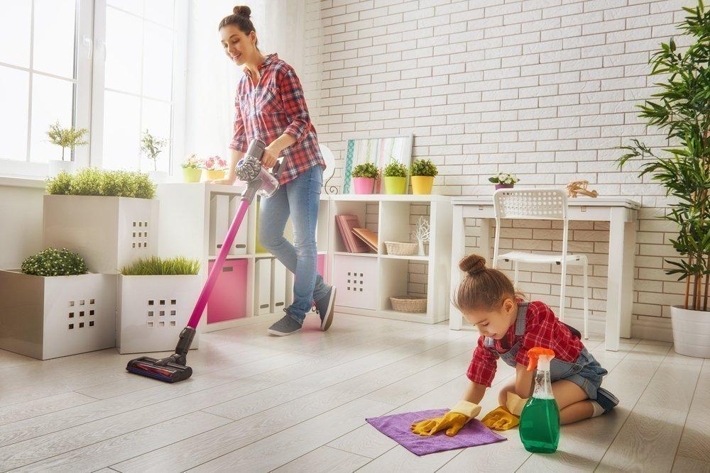Когда нужно начинать приучать малышей к порядку?