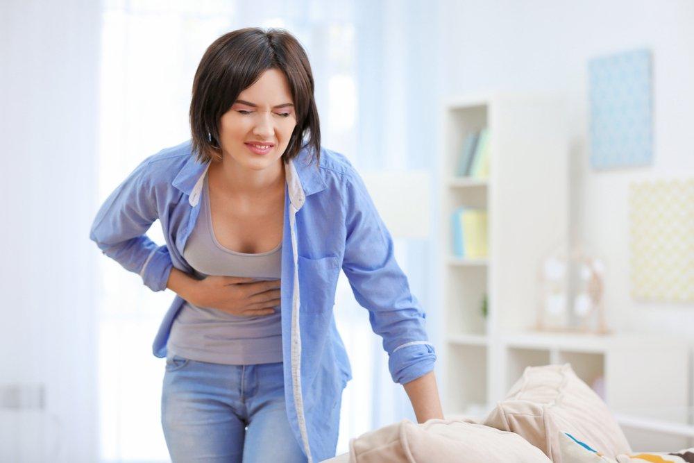 Симптомы при фасциолезе: боль в правом подреберье, тошнота, желтуха