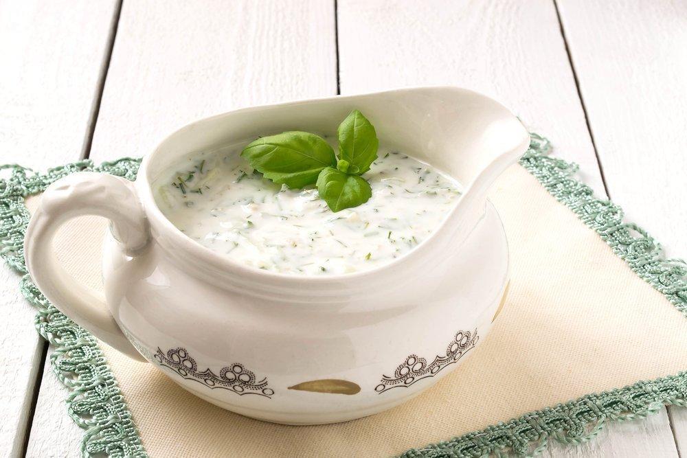 Простой рецепт соуса с базиликом и чесноком