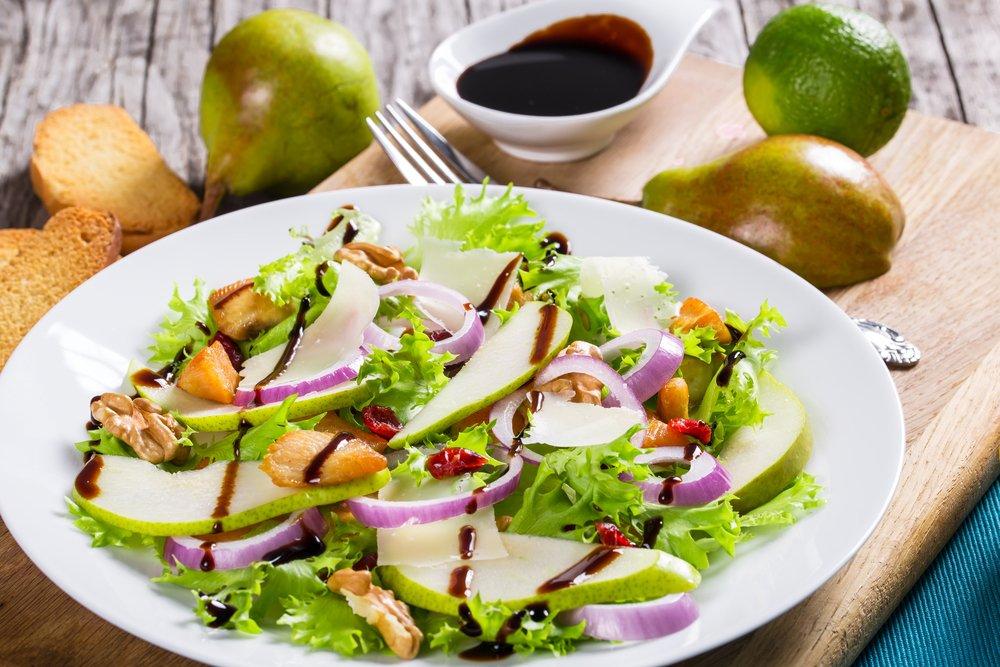 Салат с курицей и ароматными фруктами – грушами!