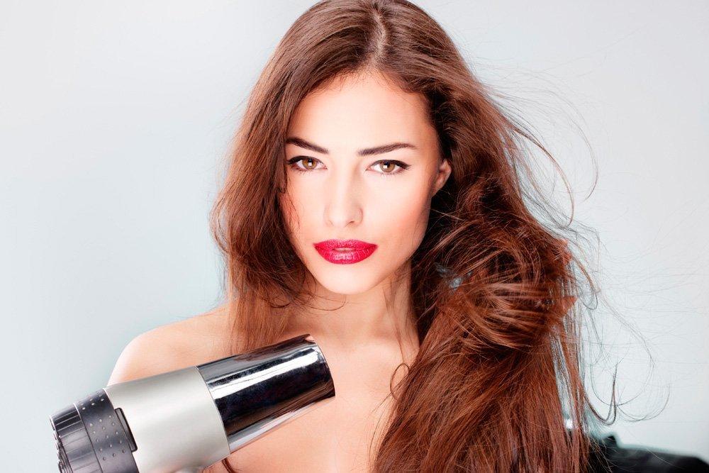 4. Неправильно сушить волосы
