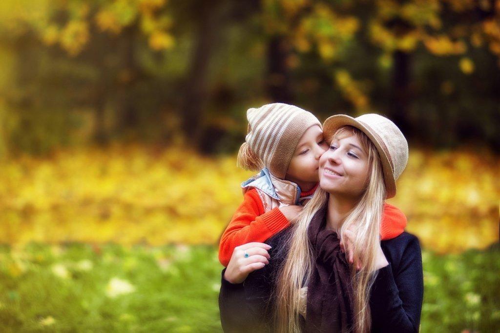 Как помочь ребенку установить гармоничную эмоциональную связь с матерью?