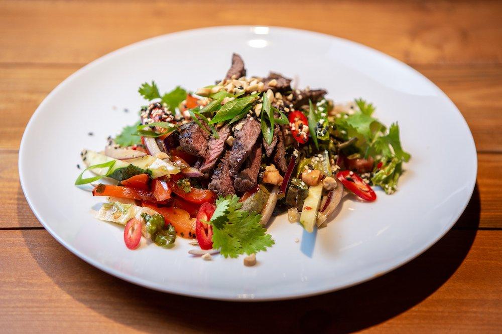 Простые рецепты к мясу: турецкий салат