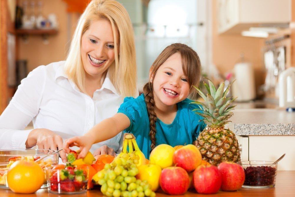 Особенности рациона детей: фрукты, белок, углеводы
