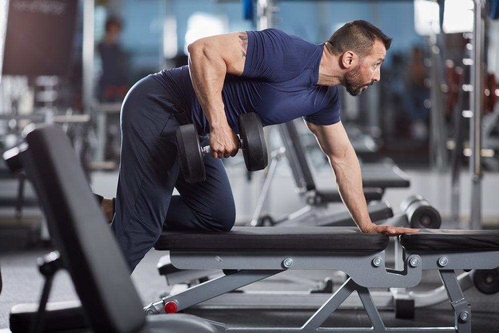 Пример базовой фитнес-тренировки для развития мышц спины