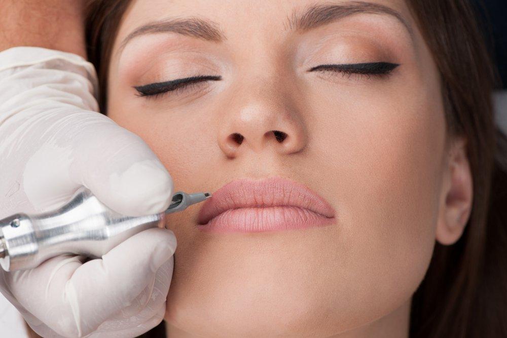 Отличия татуажа губ от микроблейдинга для красоты губ