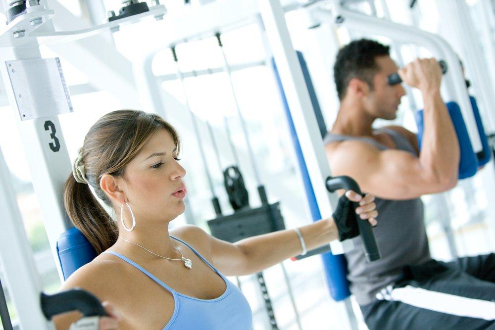 Как правильно тренировать грудные мышцы в зале?