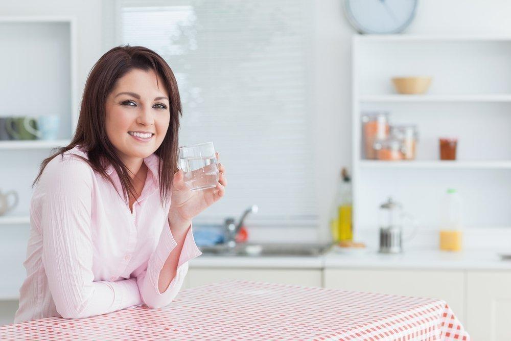 Как пить воду в течение дня, чтобы была польза