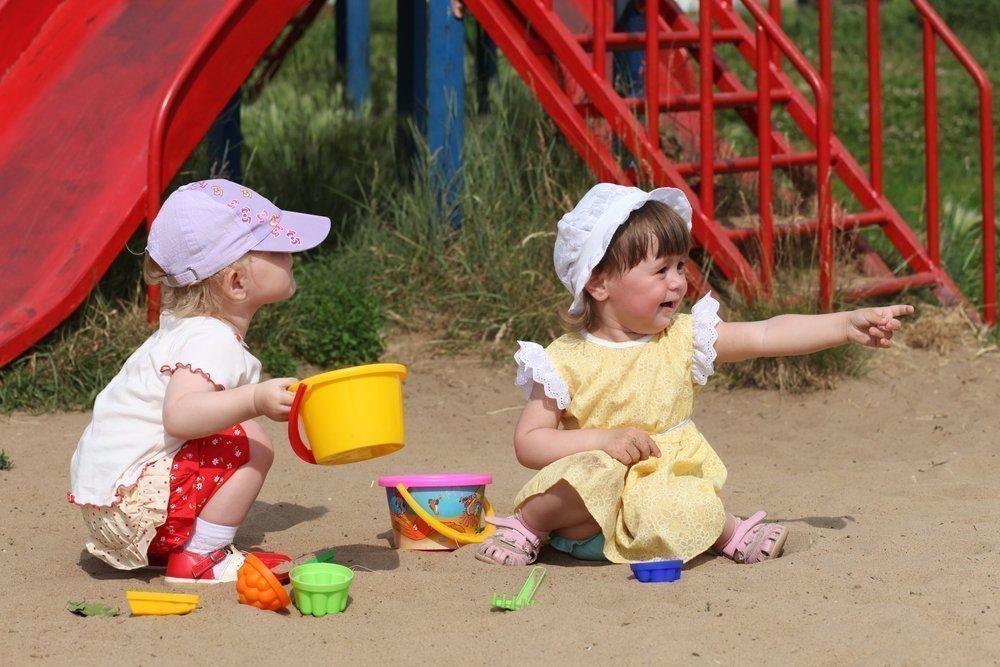 Драка вместо игры: как родителям справиться с агрессией детей?