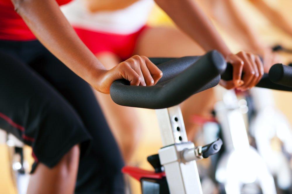 Польза и противопоказания к занятиям фитнесом на велотренажере