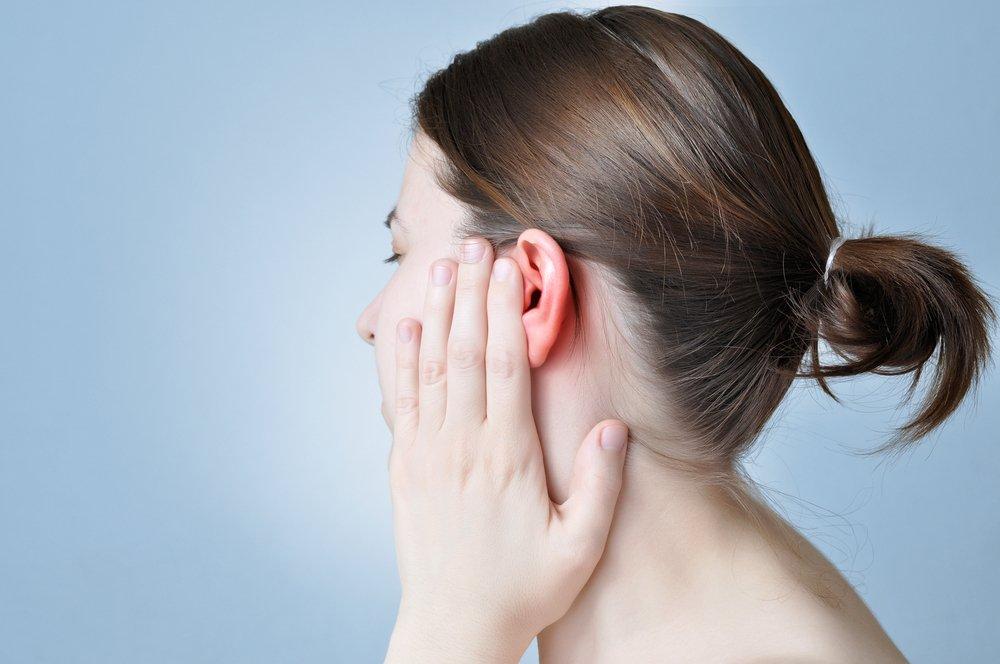 Заложенность уха, сопутствующие симптомы