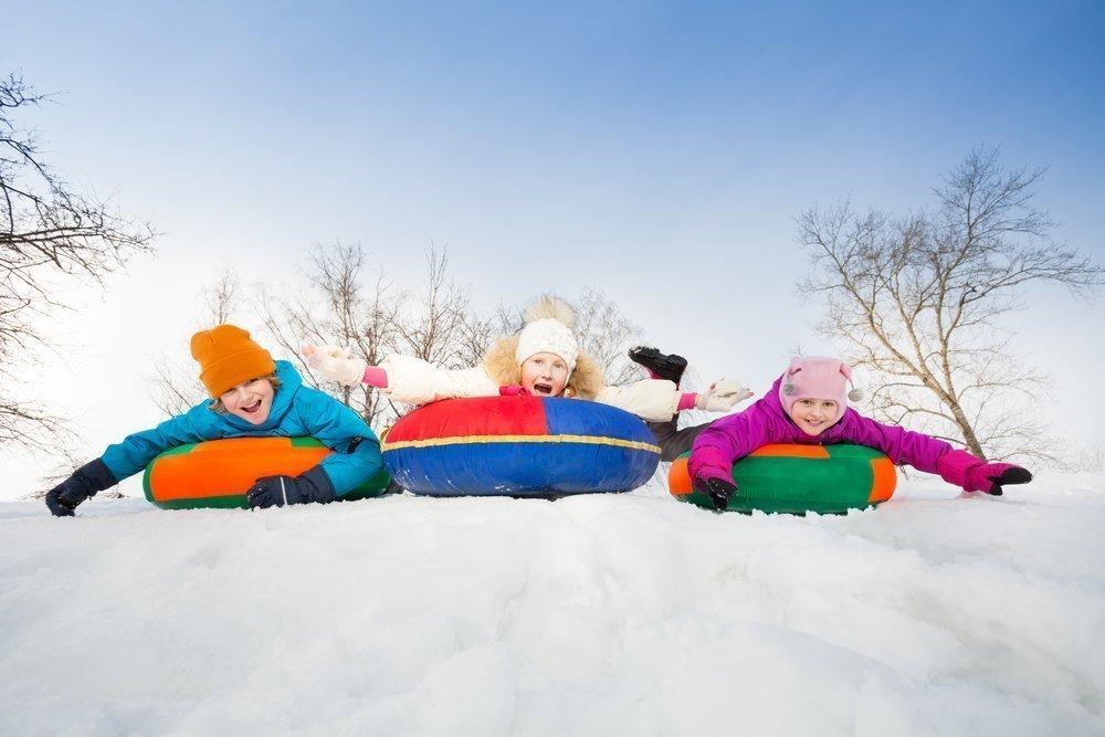 Правила безопасности во время развлечения для детей и взрослых на зимних спусках