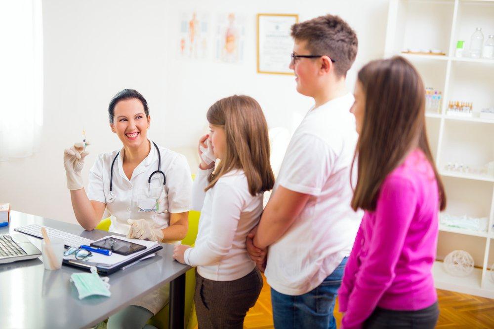Какие прививки обязательно нужно сделать подросткам?
