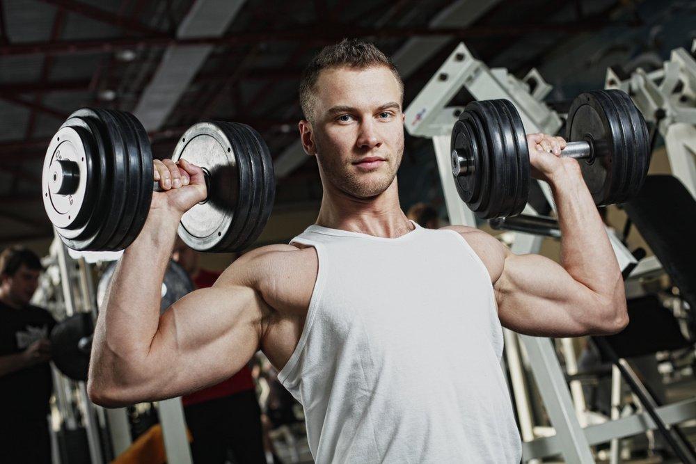 Упражнения с гантелями: тренировка бицепсов в домашних условиях