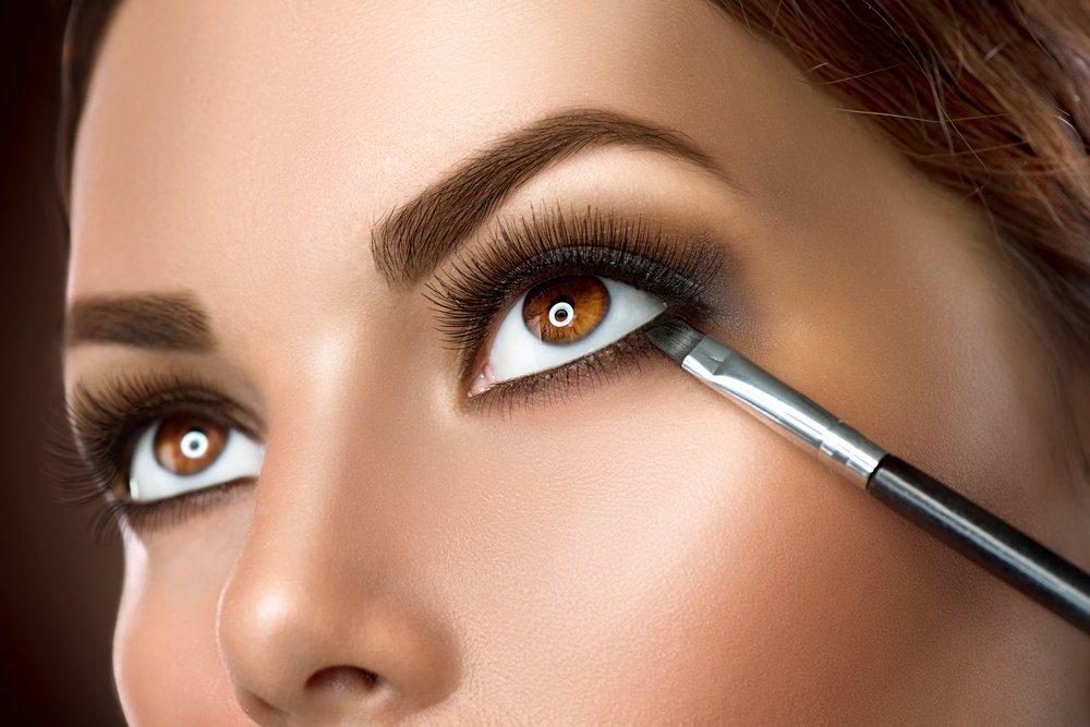 Экспериментируйте с макияжем в стиле smoky eyes