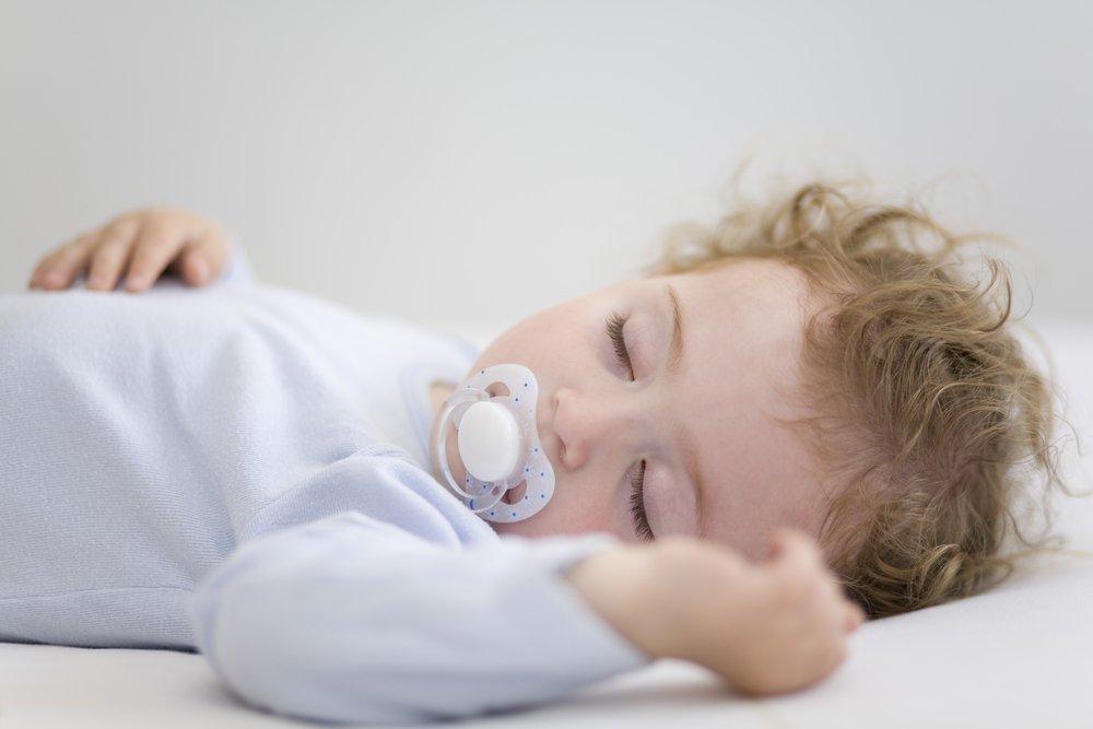 Сон малыша: когда и сколько