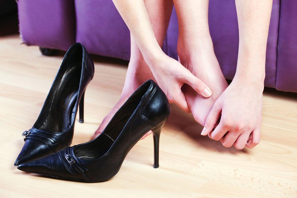Обувь на каблуке — причина боли и отека