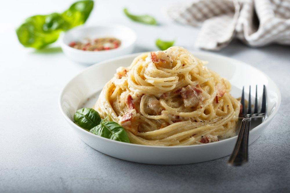 Как приготовить спагетти карбонара со сливками?