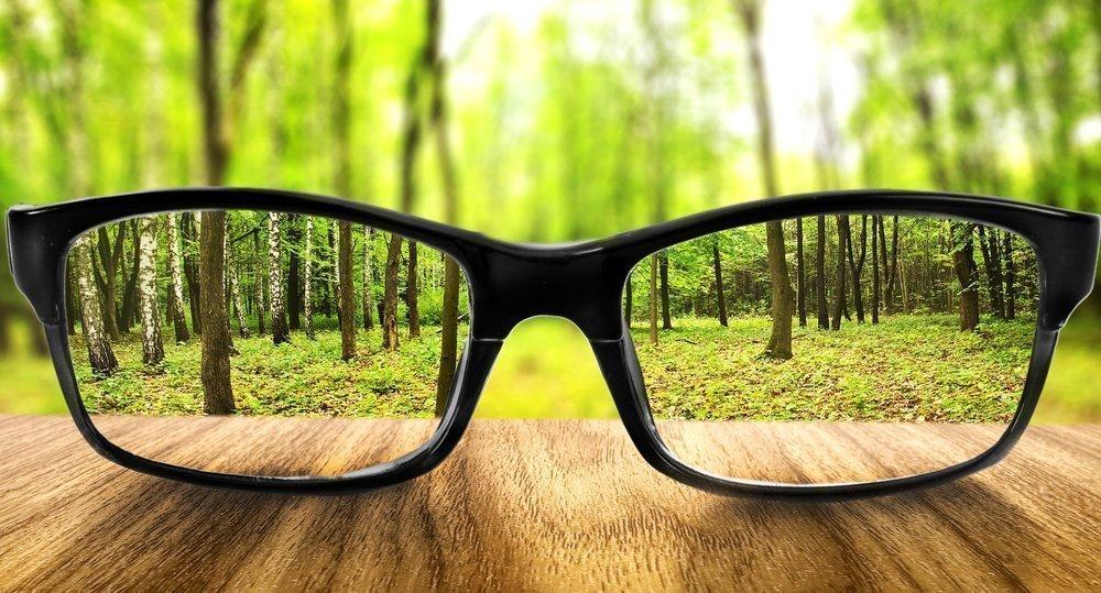 Лечение астигматизма с помощью очков
