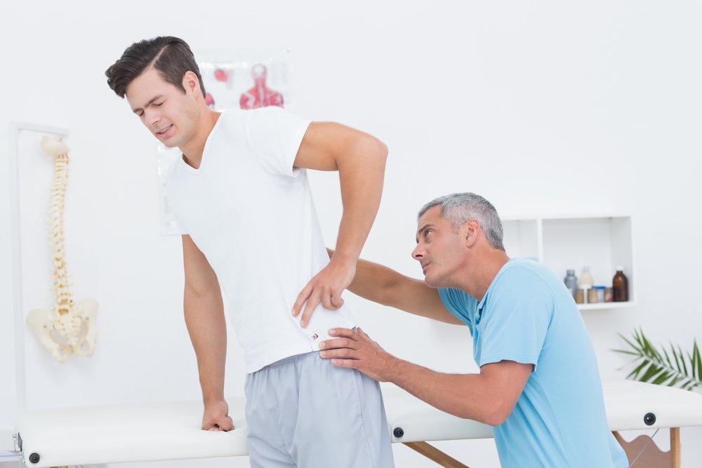 Профилактика возникновения резкой боли в области спины: выполнение физических упражнений