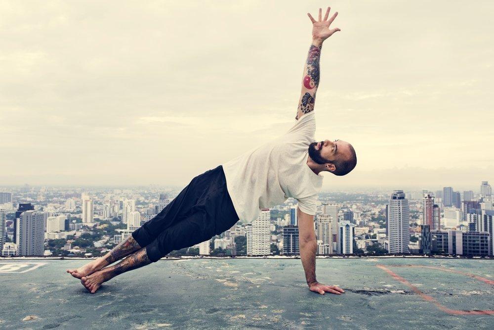 Какие упражнения используются в «мужской» йоге