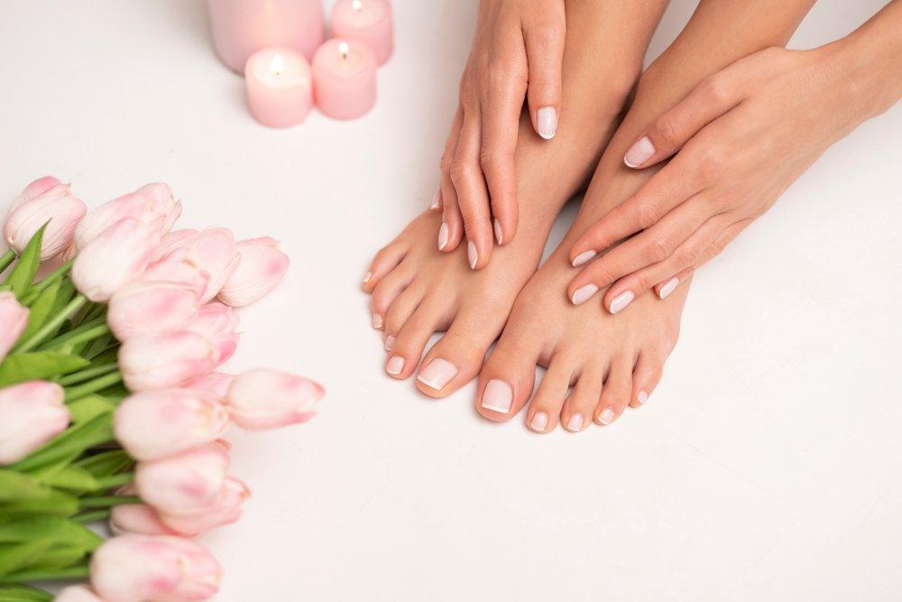 2. Регулярно балуйте кожу ног