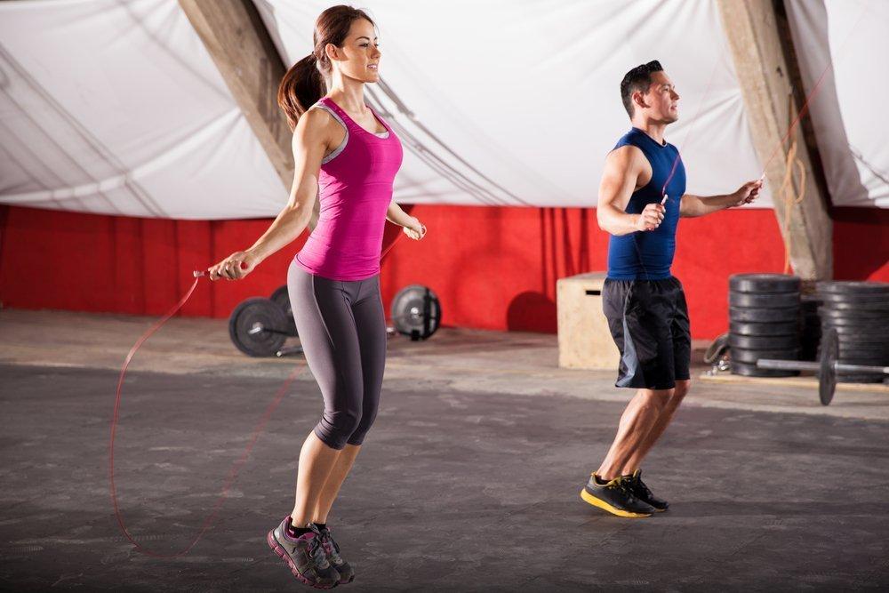 Прыжки со скакалкой: тренировки для похудения и развития выносливости