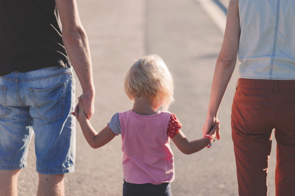 Ребенок обкусывает ногти: психологические причины онихофагии