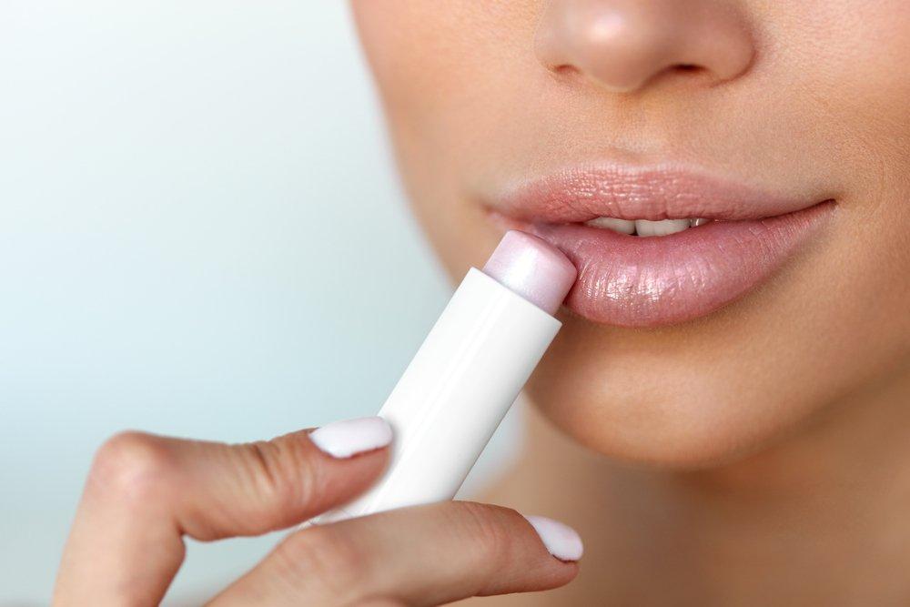 Питание и увлажнение — главное в уходе за губами
