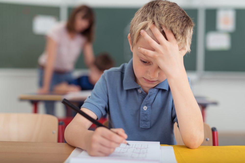 Как проявляются тики у ребенка?