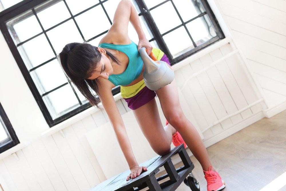 Фитнес-упражнения с гирей