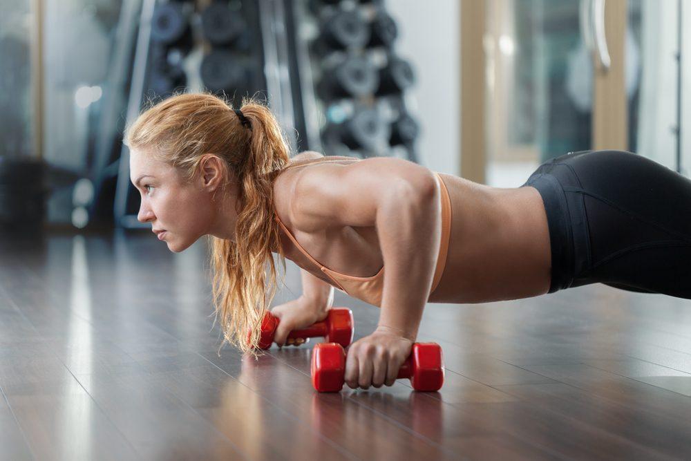 Отжимания от пола: варианты упражнения и техника его выполнения