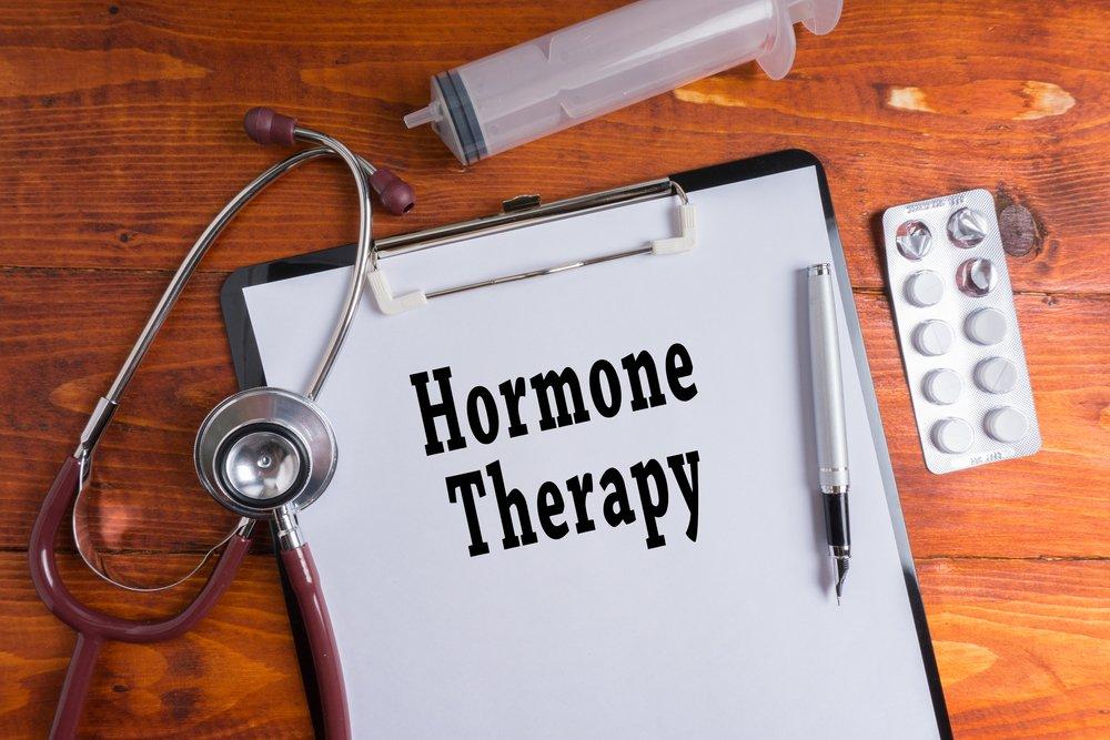 Гормональная терапия при менопаузе: таблетки, импланты или инъекции?