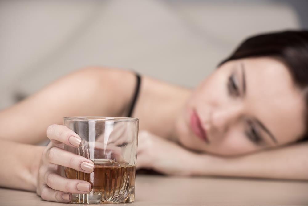 Женский алкоголизм: пьяница мать — горе семье