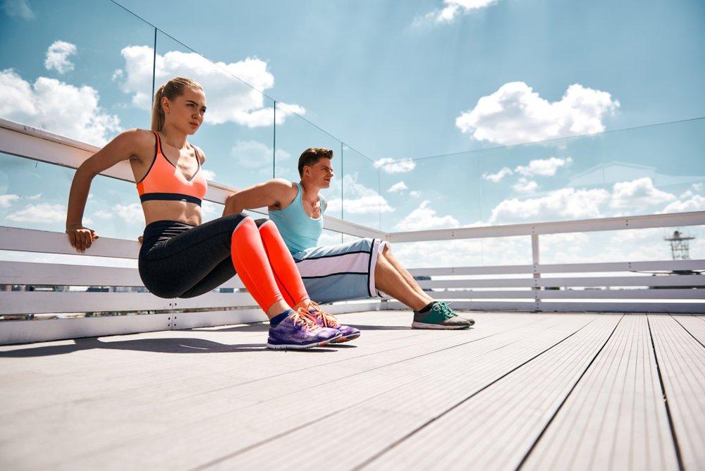 Обратные отжимания — физические упражнения для трицепсов