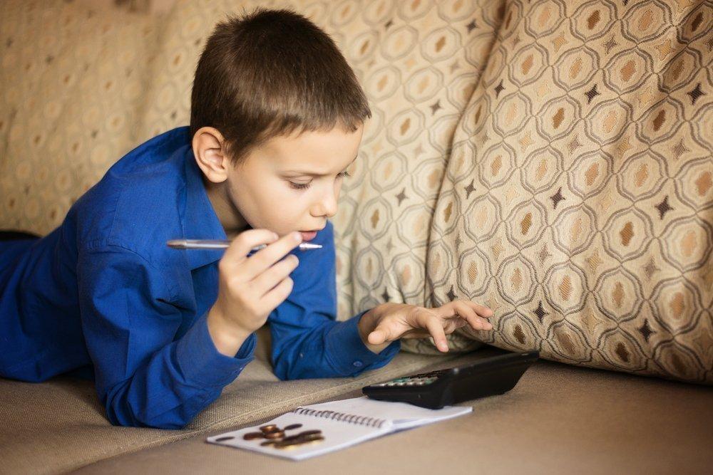 Давать или нет ребенку деньги за хорошие оценки?