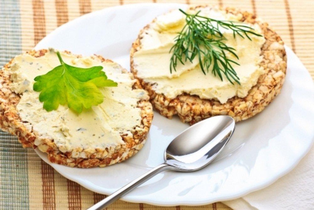 Сыр в рационе худеющих: можно или нельзя?