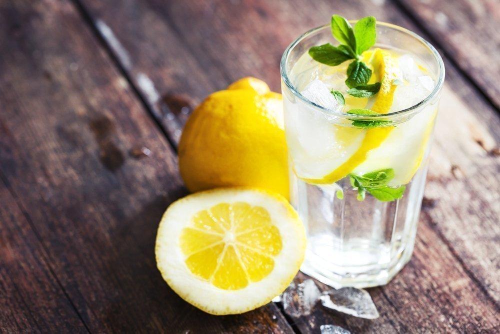 Привычка 6: вода с лимоном перед завтраком